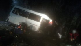 Minibus se při předjíždění střel s náklaďákem: 15 mrtvých!