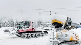 Na horách bude sněžit a foukat. Pozor na sněhové jazyky, varují meteorologové