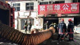 V Pekingu shořela ubytovna pro migranty. Nejméně 19 mrtvých