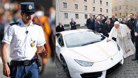 Papež orodoval u dopravních policistů: Smilujte se nad hříšníky, kteří jezdí rychle