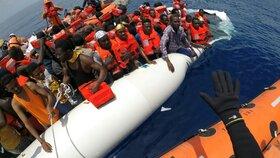 Eurodotace za přijímání migrantů: Plán EU je zase ve hře. Ubrání se Visegrád?