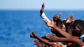 Už je k nám nepustíme. Itálie zavřela přístavy lodím se zachráněnými migranty