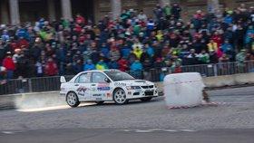 Strahovem se proženou rallye auta: Tradiční závod uzavře několik ulic