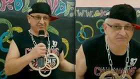 Ředitel varnsdorfské školy si hraje na rappera, zatímco je podezřelý z šikany