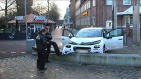 Opilý muž v Německu najel na chodník a srazil šest lidí. Svědkové: Udělal to úmyslně