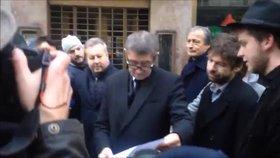 Andreji, vydej se policii a splň sliby, apelují studenti. Výzvu podepsal i Hutka či Němcová