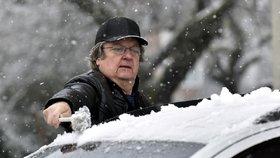 Sněžení a mrznoucí mlhy ohrožují řidiče. Kde musíte být opatrní?