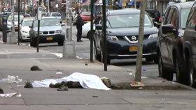 Řidič najel v New Yorku do lidí, jednoho zabil a pět zranil