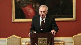 Češi sázejí na prezidentské volby jako o život. Vede Zeman, propadá Hannig