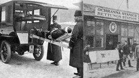 HISTORICKÉ FOTO: Pražská záchranka funguje už 160 let. Je nejstarší v celé Evropě