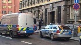 Anonym vyhrožoval bombou: Městský soud na Vinohradech museli vyklidit