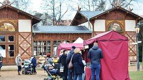 Vánoční piknik v Grébovce: Zablácený park milovníky jídla neodradil