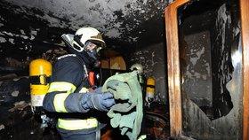 Při požáru domu v Komořanech zemřela kočka. Za vším stojí špatný krb