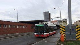 """Více """"autobusů s tykadly"""": Dopravní podnik chystá elektrifikaci dalších linek MHD"""