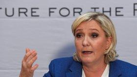 """Le Penová v Praze navrhla rozložit EU zevnitř: """"Je u konce s dechem"""""""