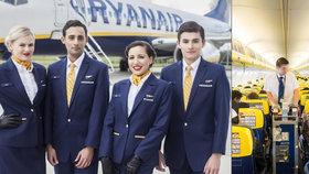 Letušky musí nenápadně budit cestující, aby si kupovali víc zboží. Jsme otroci, stěžují si