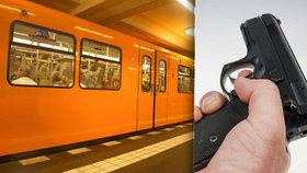 Důchodce si chtěl v metru sednout. Na mladou ženu vytáhl střelnou zbraň