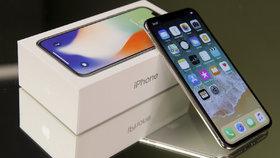 Úředníci si udělali hezké Vánoce. Za státní peníze nakoupili iPhony X, jeden stojí 35 tisíc