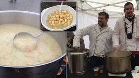 Jak zachutná tentokrát? Na Vysočanské se bude rozlévat tradiční rybí polévka
