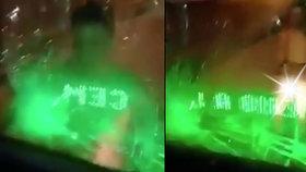 Chlapec (16) pod vlivem zombie drogy rozbil hlavou autobus, pak se pokusil uříznout si penis