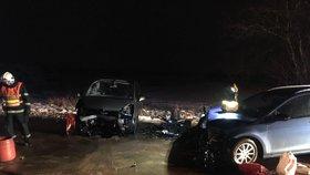 Nehoda dvou aut u Říčan: Zranilo se šest osob včetně tří dětí