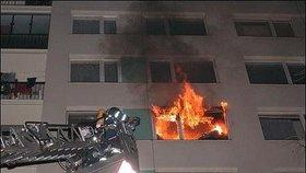 Tragický Silvestr v Bohnicích: Před 15 lety v bytě plném odpadků uhořela žena