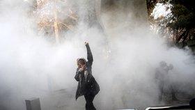 V Íránu je po demonstracích už deset mrtvých. Lidé protestují pátým dnem