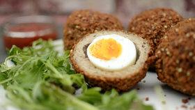 Co s vejci natvrdo? Uvařte z nich skvělá pštrosí vejce
