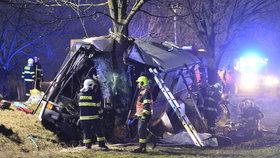 Tragickou nehodu autobusu u Horoměřic zavinila mladá řidička. Na místě zemřela, policie případ odložila