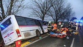 Vlna solidarity po nehodě u Horoměřic: Lidé začali posílat dary, pomoci pozůstalým můžete i vy