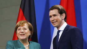 Rakouská vláda pod německým drobnohledem. Merkelová řekla Kurzovi, že ho sleduje