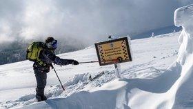 Pozor, v Jeseníkách a v Krkonoších hrozí laviny: Ke spuštění pohromy stačí jediný lyžař