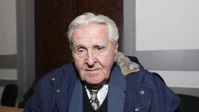 """""""Důchodce se pozná podle toho, že ztrácí zájem,"""" říká Maxmilián (93). Seniorům v Praze pomáhá bojovat se stářím"""