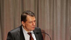 Paroubek razí do voleb. Ostravská ČSSD mu sehnala tisíc podpisů a volá: Praho, styď se!