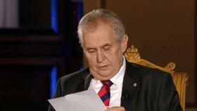 """Zeman v debatě ČT četl papír sponzorů. Kdo jsou a jaký mají """"vroubek""""?"""