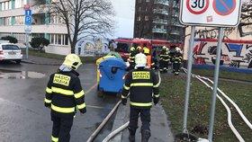 Další komplikace na Vinohradech: Kvůli prasklému vodovodu nejezdily tramvaje