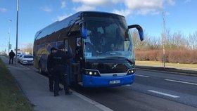 Ruské turisty vezl po Praze zdrogovaný autobusák. Podle svědků jel jako šílenec