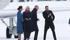 Těhotná vévodkyně Kate se v 7. měsíci procházela v lodičkách na sněhu