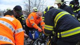Krutá zima řádí v Praze: Záchranáři už kvůli mrazu ošetřili 60 pacientů, 13 lidí na ulici zemřelo