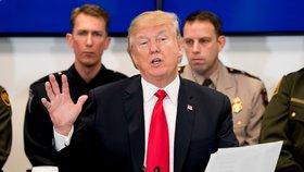 """""""Je to pokrytec,"""" kritizují Trumpa. Nepovolil zveřejnit dokument o šetření FBI ohledně Rusů"""