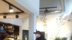 Drama na Smíchově: Ukradený telefon se našel ve veganské restauraci pod pultem. Zaměstnanci se vypařili