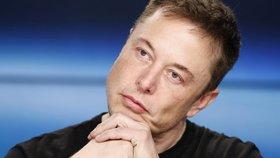 Miliardář Musk si stěžoval, že jeho akcie jsou moc drahé. Pak prudce klesly a teď zoufá