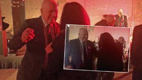 """Klaus chce """"žít nonstop"""". Takhle exprezident pařil na večírku na Michala Davida"""
