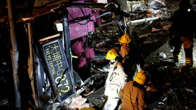 19 mrtvých při nehodě dvoupatrového autobusu v Hongkongu. Převrátil se, jel příliš rychle?