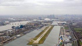 Londýn vyděsily podezřelé balíčky. Malé bomby byly na letištích i u vlaků
