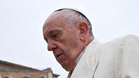 """""""Zanedbali a opustili jsme ty nejmenší."""" Papež odsoudil sexuální zneužívání duchovními"""
