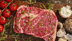 Bouře v Rakousku. Politik chce registrovat odběratele košer masa