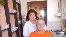 Jaroslav přišel o nohu kvůli naraženému malíčku. Žena mu pak zemřela při kolonoskopii