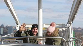 Matějská pouť odstartovala. Přes chladné počasí si začátek nenechaly ujít tisíce lidí