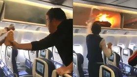 Drama v letadle: Cestujícímu vzplála taška, letuška plameny hasila džusem